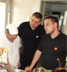 2014   Éttermi formaruha arculat kialakítása, fogyatékkal élő munkatársak számára, Ízlelő, Szekszárd